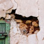 Czym wypełnić duże ubytki w ścianie?