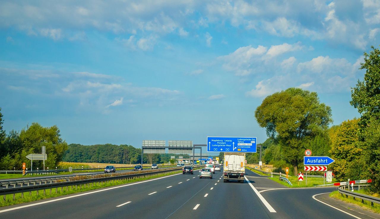 Najpopularniejsze w Polsce znaki drogowe – gdzie je kupić?
